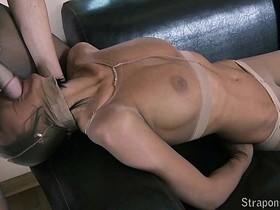 Addicted to pantyhose fetish