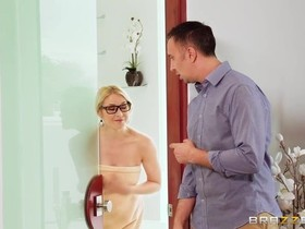 Four eyed real estate agent gets double penetrated in bed